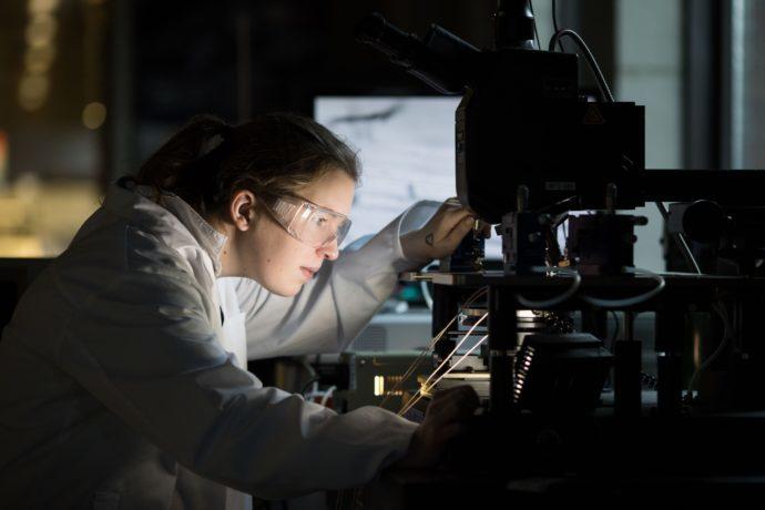 MOSAIC Researchers Generate Electricity in Biomolecule Glycin